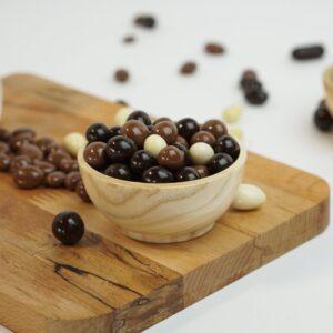 Шоколадные драже с кофейными зернами